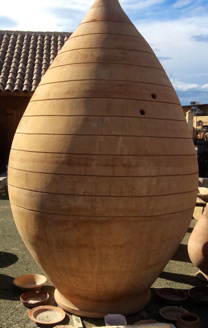 Tinaja de barro. Mide 2,73 altura x 1,66 cm diámetro.