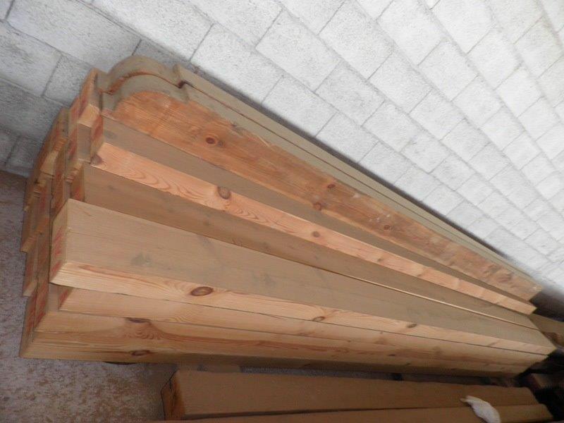 Tablones de madera maciza de pino. Miden 20x10 y son de 4 mts