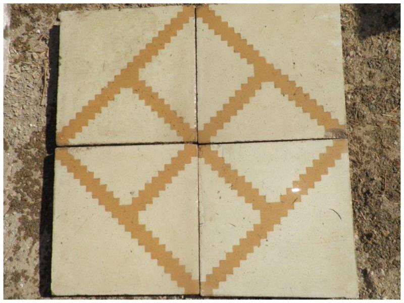 Losa de cemento, mosaico. Mide 20x20 cm. Disponible: 4 m2.