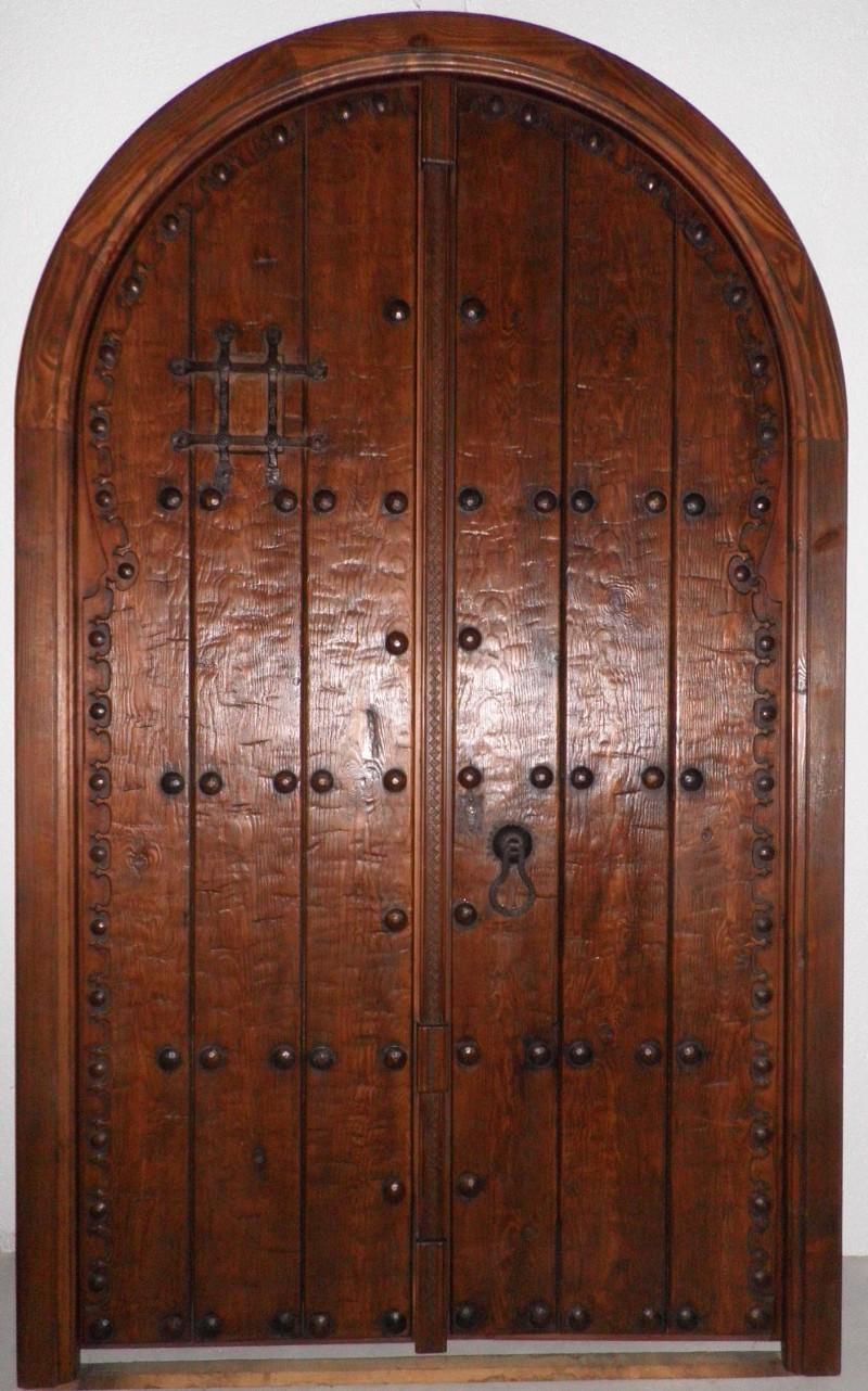 Medidas: 1.44 cm ancho x 2.35 cm en la parte mas alta del arco. Cerradura de seguridad, madera maciza de pino rojo.