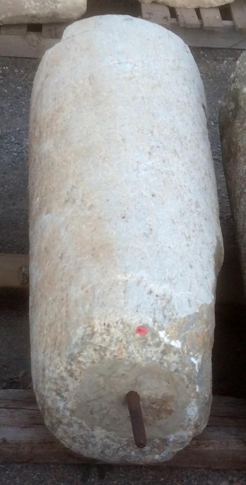 Rulo de piedra viva. Mide 46 cm de diámetro x 1,07 cm de alto.