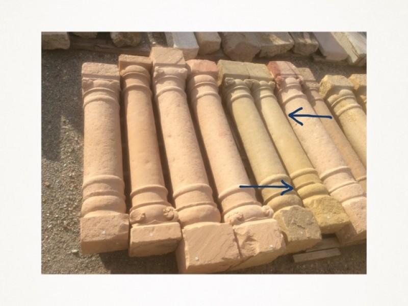 Columna de piedra antigua de una pieza. Mide 1,76 cm de alta.