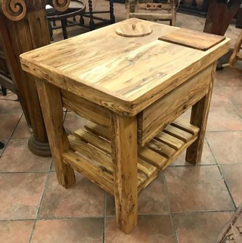 Mesa de madera de olivo para jamón. Mide 76 cm x 61 cm x 76 cm de alta