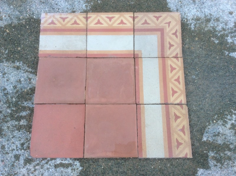 Losa de cemento, mosaico. Mide 20x20 cm. Disponible 212 m2 color rojo, hay cenefa a juego 43 ml