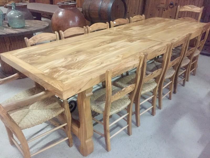 Mesa de madera natural de olivo. Mide 3 mts x 1.10 cm.