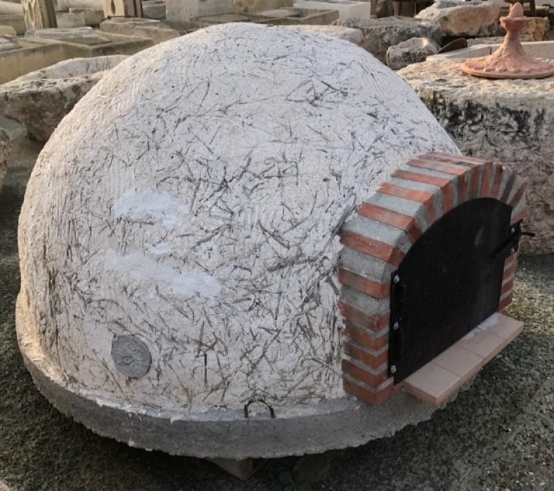Horno de barro tradicional de 1,60 cm diámetro y 90 cm alto. Peso aproximado 800 kilos