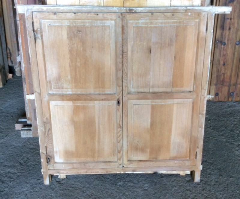 Alacena de madera antigua. Mide 94 cm de ancho x 94 cm de alto