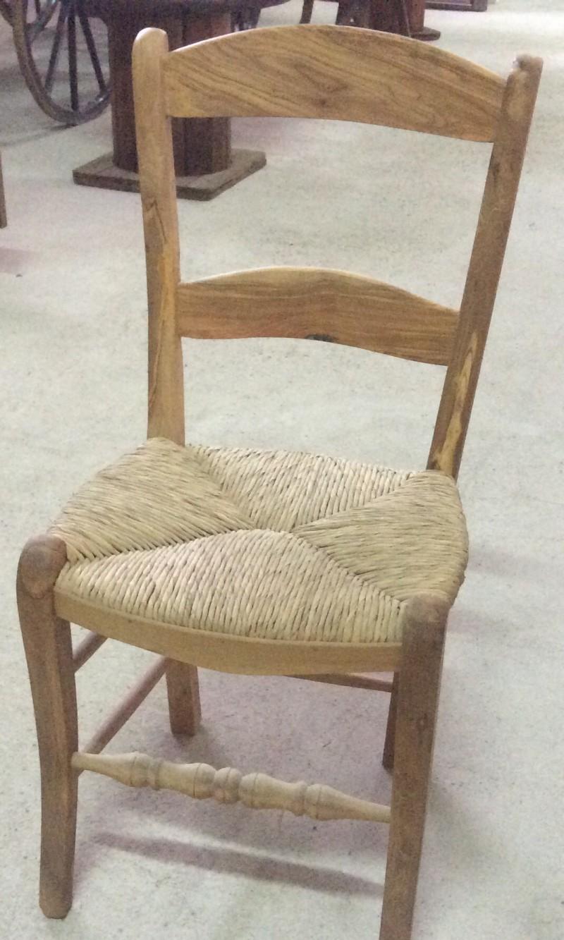 Sillas sillones y mecedoras mesas bancos y sillas for Catalogo de sillas de madera