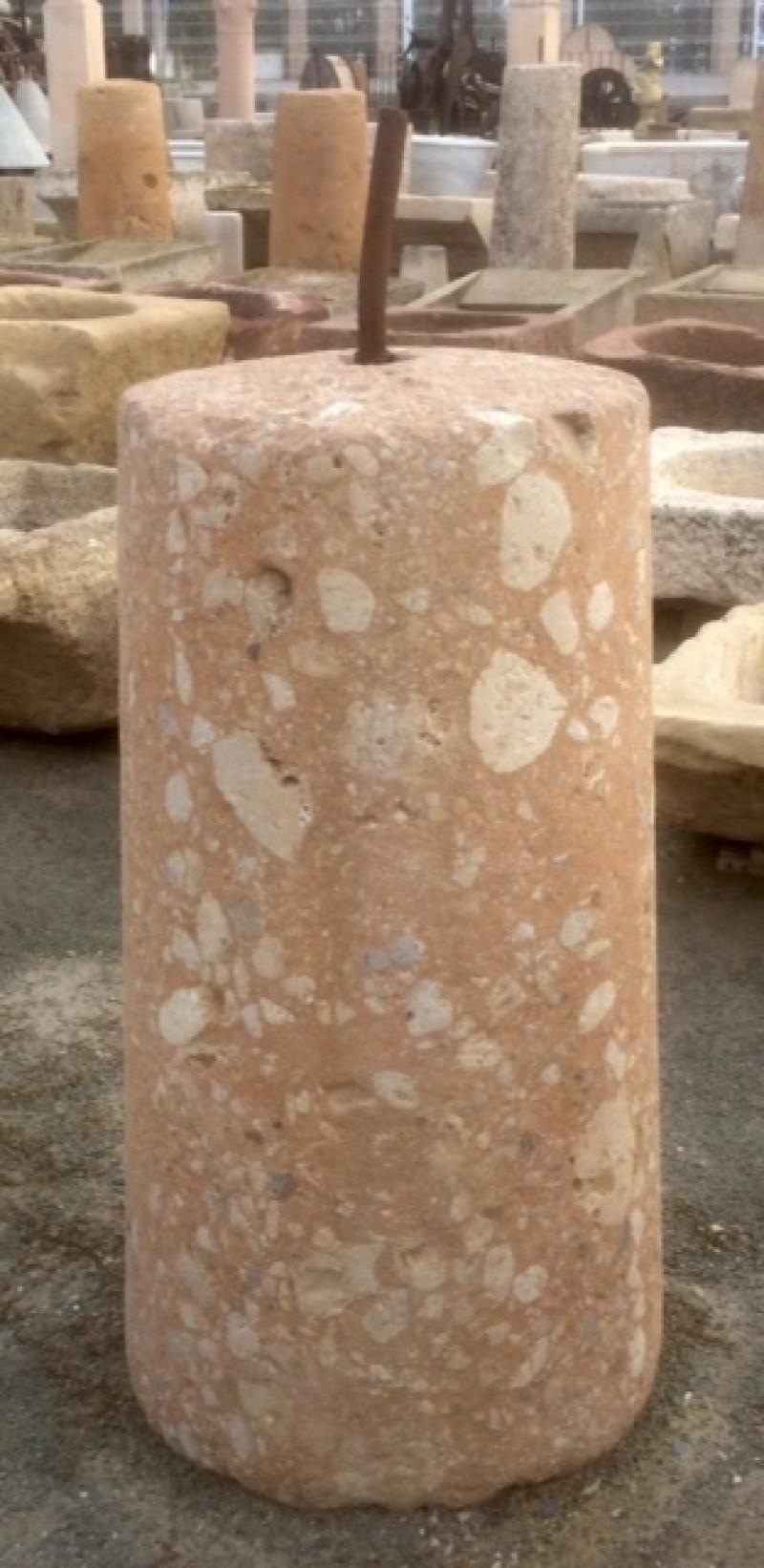Rulo rosado de piedra de rambla. Mide 49 cm de diámetro x 1 mt de alto.
