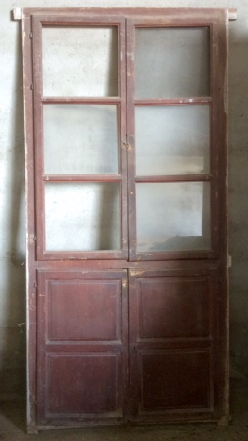 Alacena de madera antigua. Mide 1.15 cm de ancho x 2.34 cm de alto