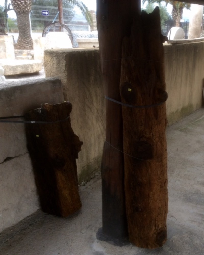 Viga de madera rústica. Mide 23 cm de diámetro x 1.55 cm de altura