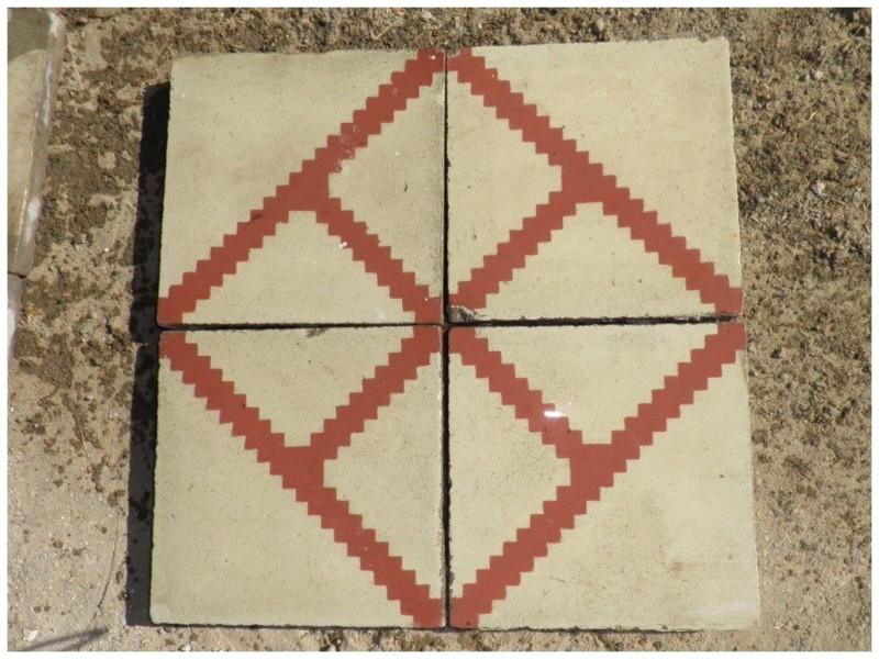 Losa de cemento, mosaico. Mide 20x20 cm. Disponible: 6 m2