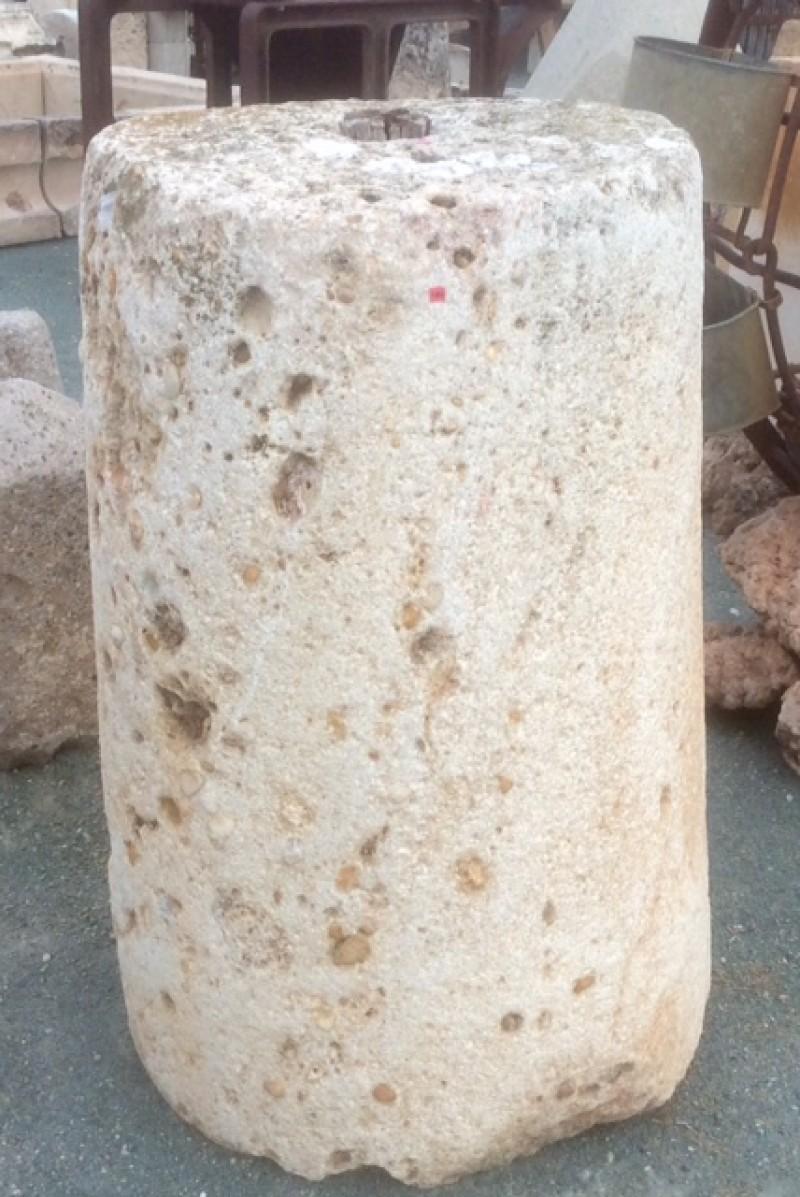 Rulo de piedra viva. Mide 66 cm de diámetro x 1.02 cm de alto.