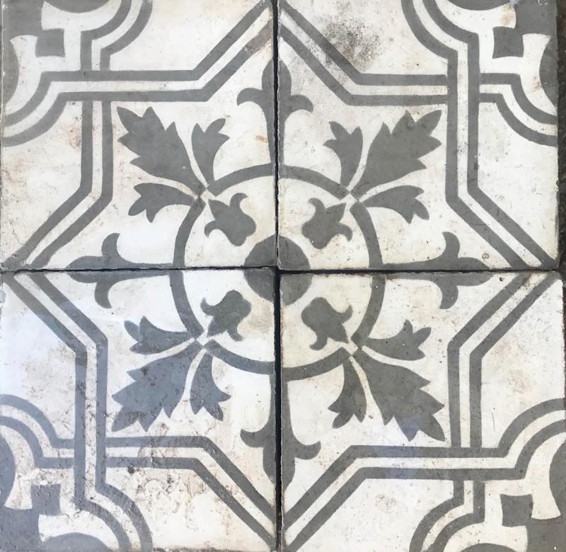 Losa de cemento, mosaico. Mide 20x20 cm. Disponible: 11.80 m2