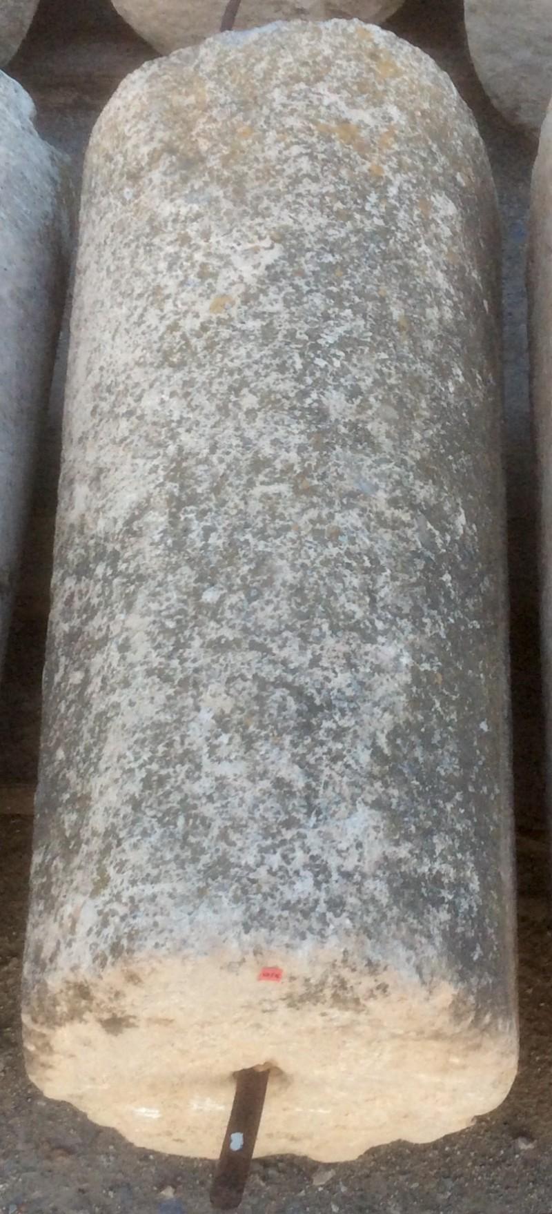 Rulo de piedra caliza. Mide 46 cm de diámetro x 1.04 cm de alto.