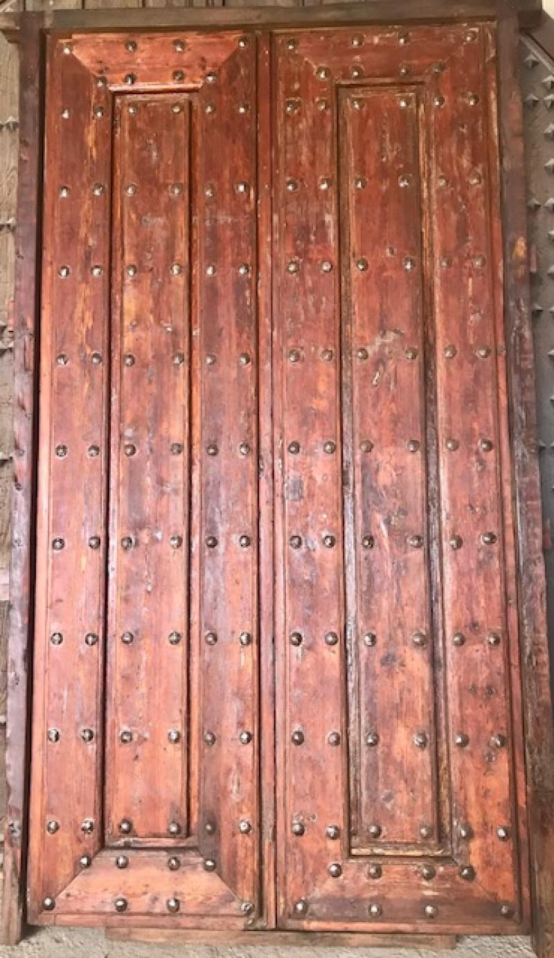 Portón antiguo de madera. Mide 1.72 m ancho 3.03 m alto