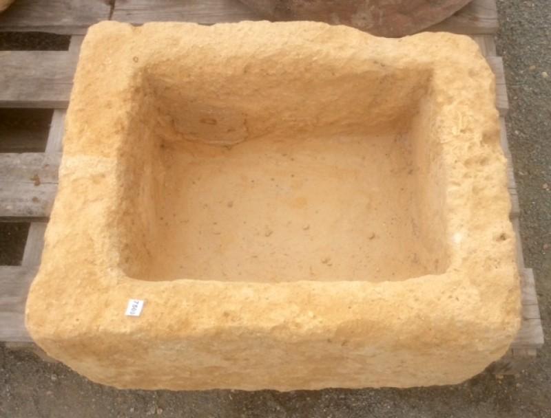 Pila de piedra cuadrada antigua, mide 43 cm x 36 cm x 21 cm de alta x 15 cm de profundidad
