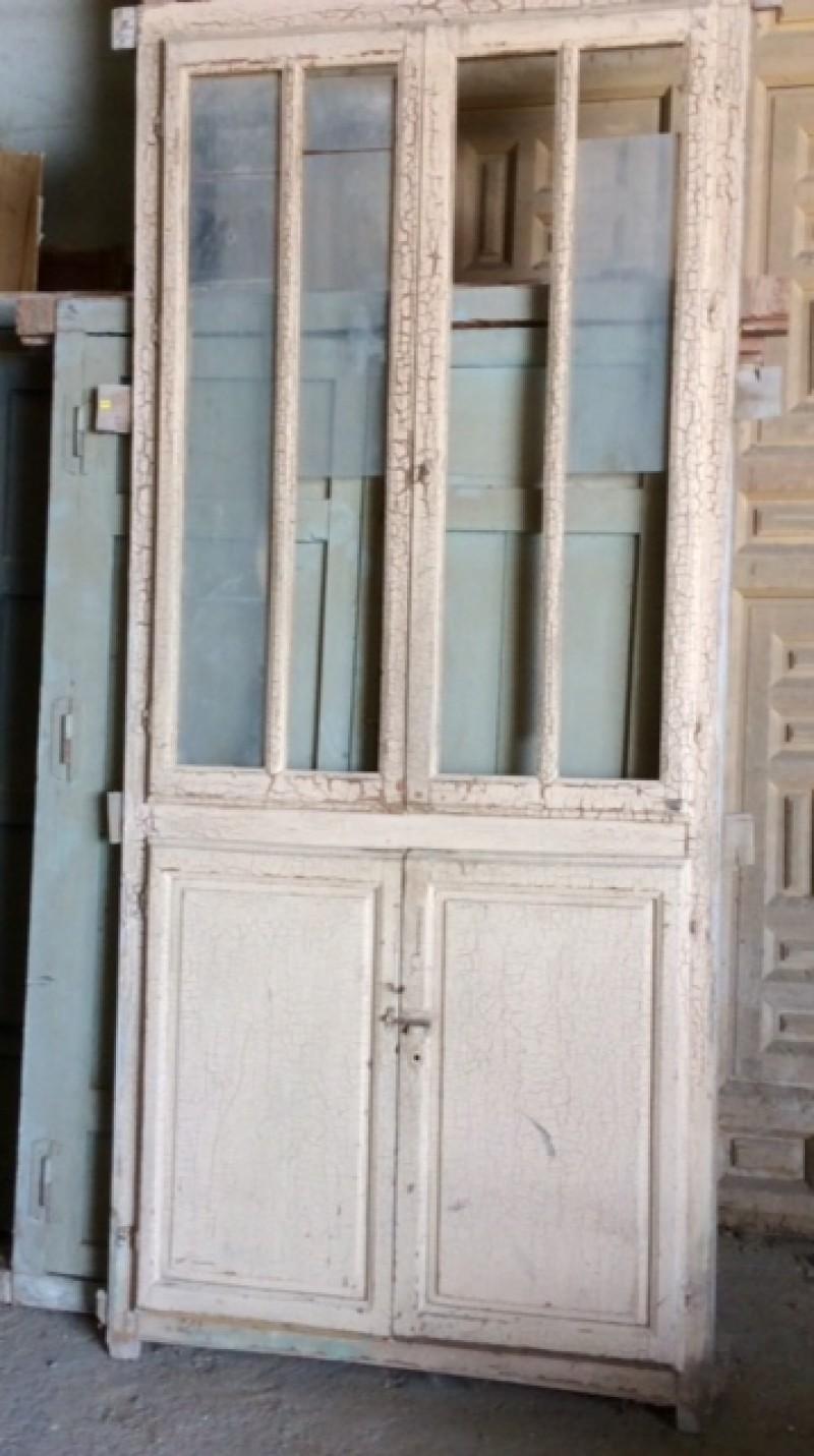 Alacena de madera antigua. Mide 99 cm de ancho x 2.20 cm de alto