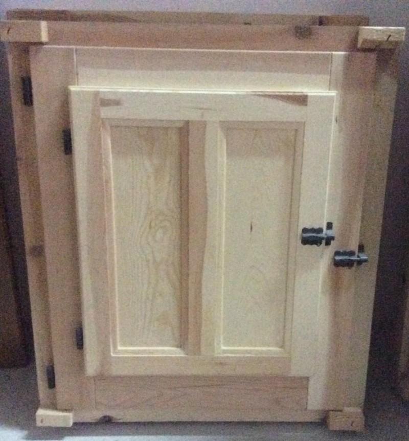 Ventana de madera sencilla. Mide 70x60