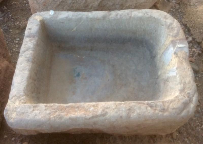 Pila de piedra viva gris, mide 60 cm x 45 cm x 25 cm de alta