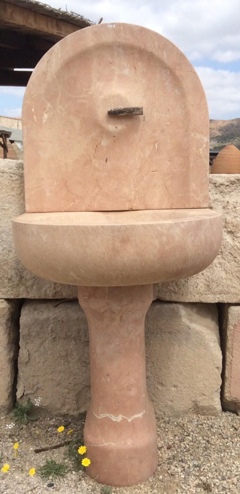 fuente en piedra natural color rojo alicante medidas cm ancho x
