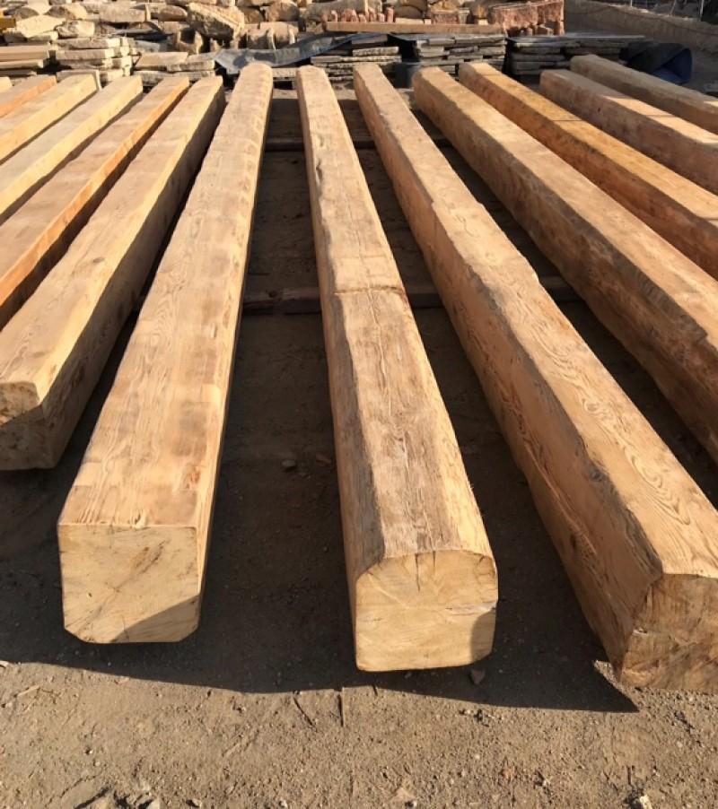 vigas de madera de pino antiguas. Miden 33 x 29 cm y sus largos oscilan entre 7,20 ml y 8,75 ml