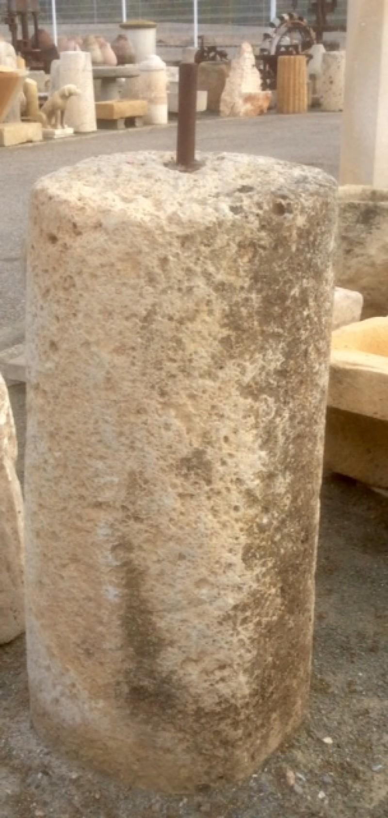 Rulo de piedra viva. Mide 58 cm de diámetro x 1.07 cm de alto.