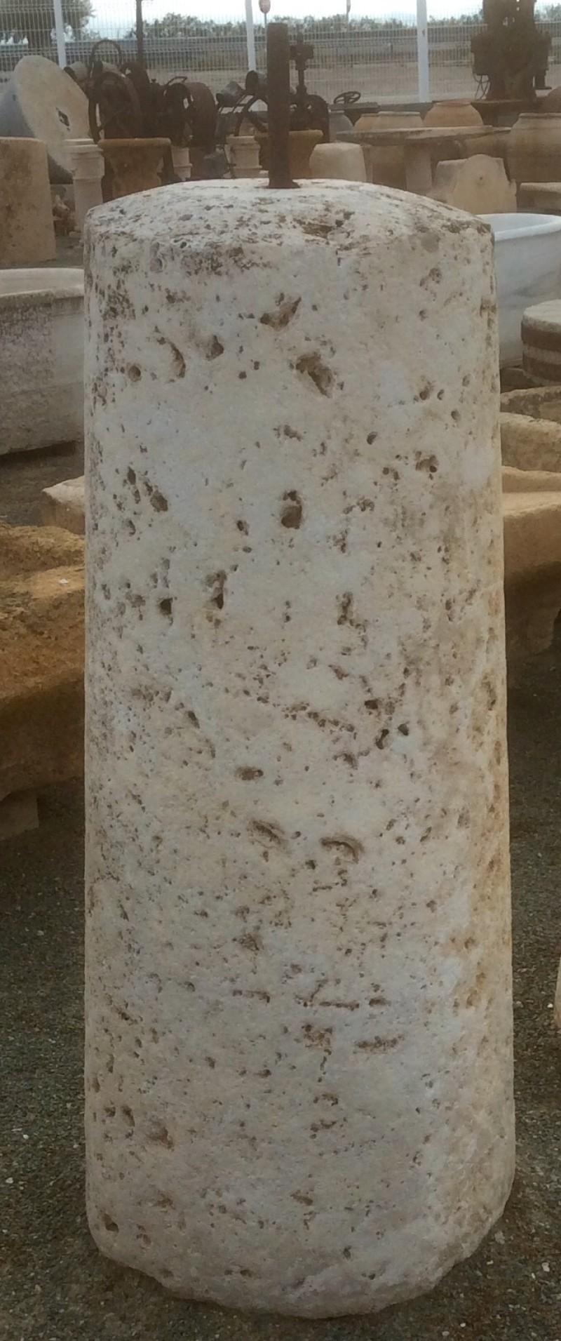 Rulo de piedra viva. Mide 49 cm de diámetro x 1.20 cm de alto.