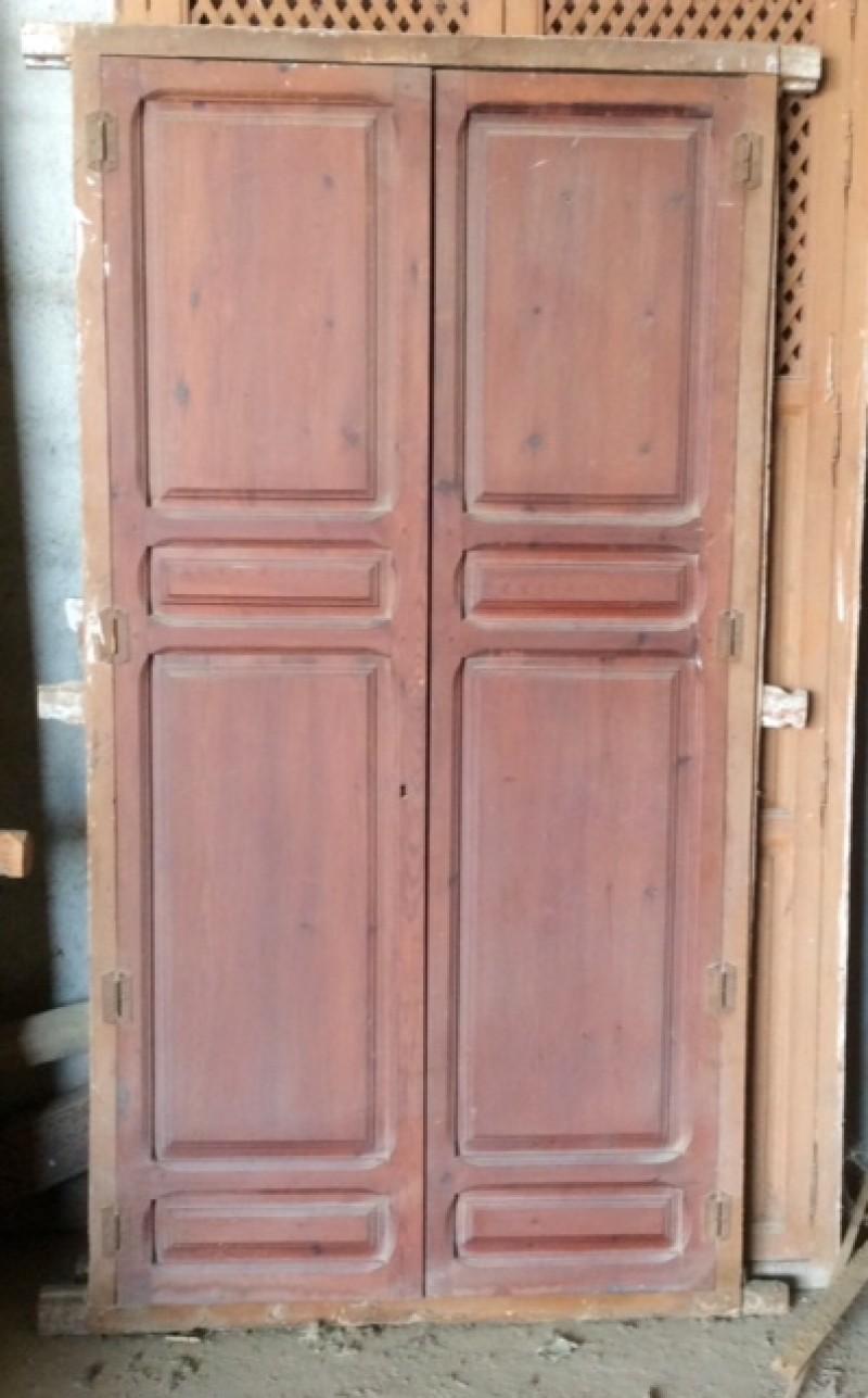 Alacena de madera antigua. Mide 1.14 cm de ancho x 2.12 cm de alto