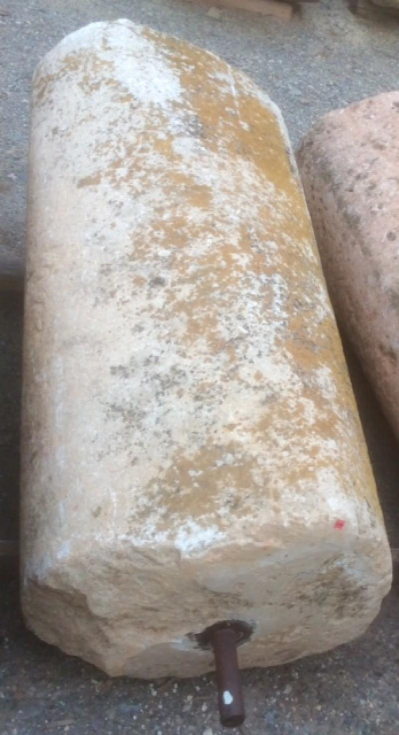 Rulo de piedra viva. Mide 55 cm de diámetro x 1.30 cm de alto.