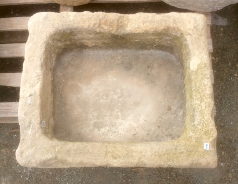 Pila de piedra rústica mide 54 cm x 45 cm x 28 cm de alta x 17 cm de profundidad