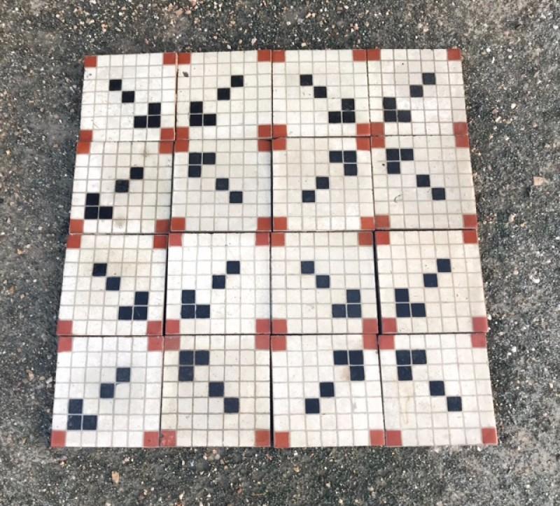 Losa de cemento, mosaico. Mide 20x20 cm. Disponible 4 m2