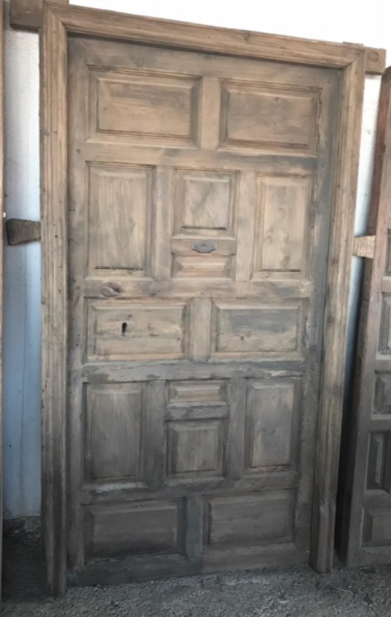 Puerta de madera antigua. Mide 1.03 cm de ancha x 1.81 cm de alta