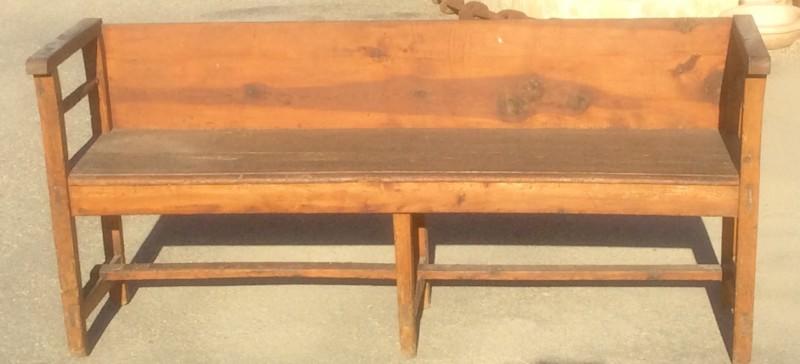 banco de madera antiguo, mide 1.64 cm de largo x 44 cm de fondo x 75 cm de alto.