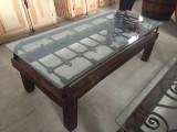 Mesa de centro, con reja antigua y madera. Mide 1,34 cm x 60 cm x 47 cm de alta.