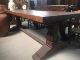 Mesa de madera maciza de pino. Mide 2.50 ml x 94 cm de ancho x 80 cm de alto.