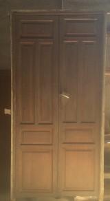 Puerta de interior antigua, mide 2.37 cm x 1.12 cm