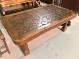 Mesa de madera de centro. Mide 1,40 m de larga x 80 cm de ancha x 50 cm de alta.