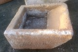 Pila de lavar antigua, mide 90 cm x 79 cm x 37 cm de alto.
