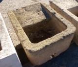 Pila de lavar antigua, mide 91 cm x 70 cm x 44 cm de alta.