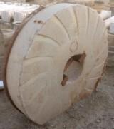 Piedra de molino de piedra viva. Mide 1.29 cm de diámetro x 28 cm de grueso