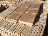 Losa de barro antigua. Mide 20x20x3 cm. En stock 680 Uds = 27,20 m2