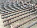 Farolas antiguas de fundición tal y como vienen color oxido. Miden 3,24 mts de altas x 30 cm de diámetro de base x 14 cm de diámetro en la parte alta.