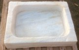 fregadero de mármol de un seno blanco Macael, mide 66 cm x 50 cm x 13 cm de alto.