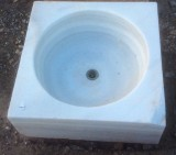Fregadero de un seno de mármol blanco Macael, procedencia antiguo convento de monjas, mide 46 cm x 46 cm x 18 cm de alto x 12 cm de profundidad.