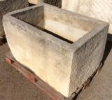 Pilón rectangular de piedra. Mide 1.03 cm de largo x 70 cm de ancho x 64 cm de alto x 50 cm de profundidad