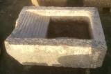 Pila de lavar antigua, mide 1.05 cm x 73 cm x 36 cm de alto.