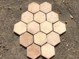 Losa de barro hexagonal de 15 cm. En stock hay 381,40 m2 (11 palets)