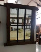 Ventana antigua con reja hecha espejo, ideal para baño. Mide 70 cm x 61 cm