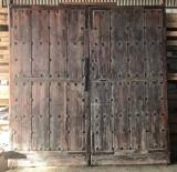 Puerta de madera de exterior. Mide 2.30 cm x 2.32 cm de alta